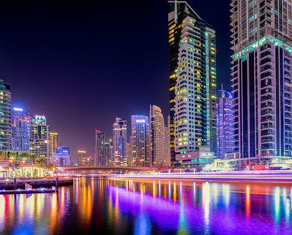Dubai Marina lichtsporen van boten van Rene Siebring