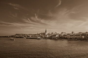 Nostalgische foto van Nijmegen in sepia van Patrick Verhoef