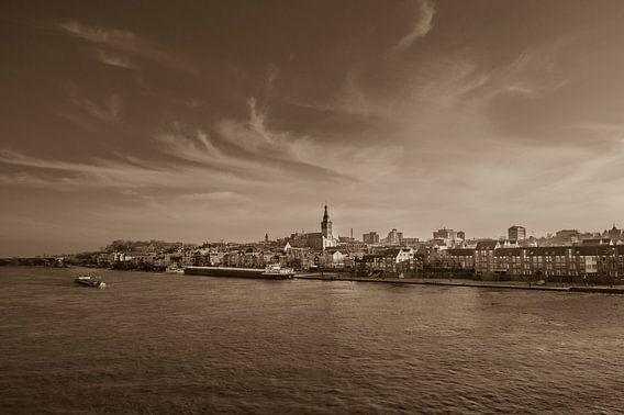 Nostalgische foto van Nijmegen in sepia