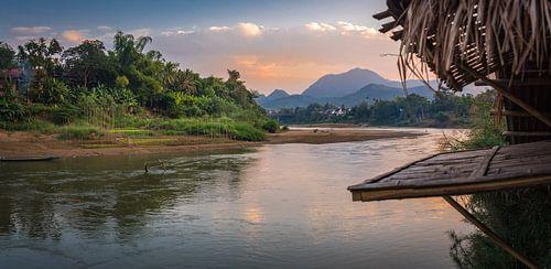 Uitzicht op de Nam Khan rivier in Luang Prabang, Laos