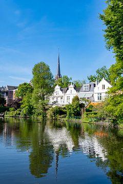 Ansicht von Alt-Cralingen mit Kirche und Teich von Trinity Fotografie