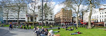 Leicester Square at London van Leopold Brix