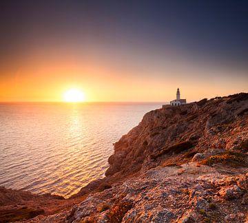 Leuchtturm Mallorca bei Sonnenaufgang von Frank Peters