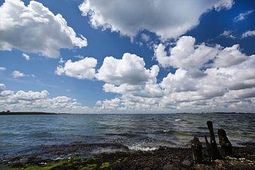 Wolkenlucht van Arie Storm