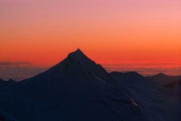 Zonsopgang  in Zwitserse Alpen van Willemien Reddingius