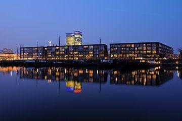 De Veilinghavenkade in Parkhaven in Utrecht sur Donker Utrecht