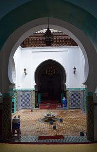 Eingang einer marokkanischen Moschee in Tanger von Sama Apkar