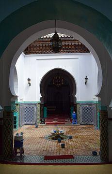 Entree van een Marokkaanse moskee in Tanger van Sama Apkar