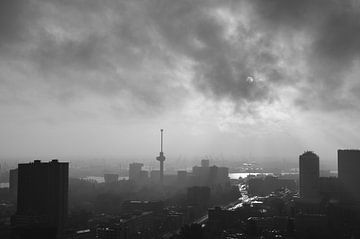 Euromast in black and white sur Marcel van Duinen
