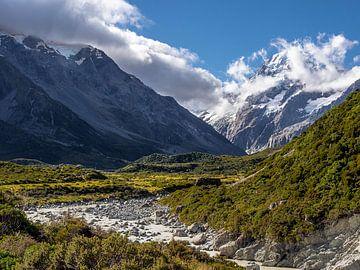 Smeltwater in het Mount Cook National Park in Nieuw-Zeeland van Rik Pijnenburg