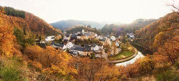 Esch-sur-Sûre tijdens de herfst van Martijn Mureau