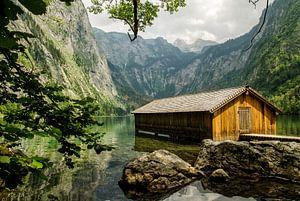 Bootshaus in des Wasser des Obersees von Wil van der Velde