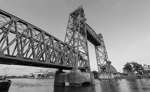 Spoorbrug De Hef in Rotterdam van