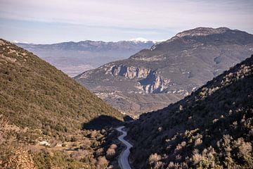Kurvige Straße durch die Berge von Axel Weidner