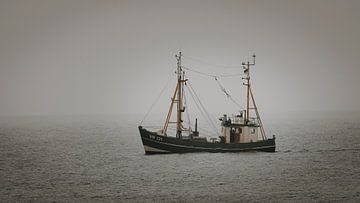 Fischkutter im Nebel von Steffen Peters