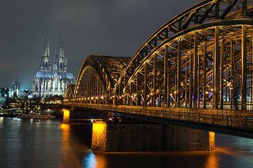 Hohenzollernbrücke Keulen met in de verte de enige echte Dom! von Jeroen Somers