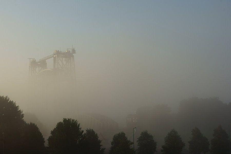 De Hef in Rotterdam in de mist