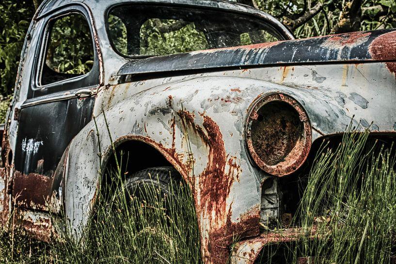 Old rusty Peugot  von Freddy Hoevers
