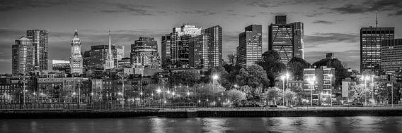 BOSTON ' s Avonds op de Skyline   Panorama-monochroom van Melanie Viola