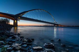 Oversteek bridge van