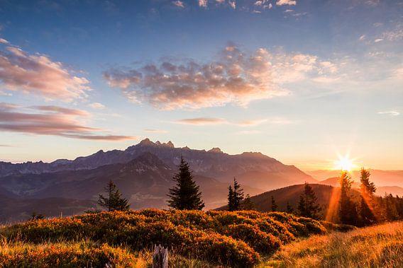 """Berglandschaft """"Sonnenaufgang mit Dachstein"""" von Coen Weesjes"""