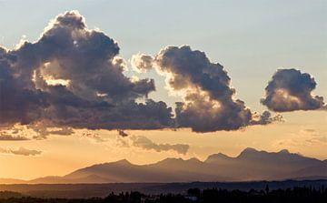 Apennijnen, wolken en een zonsondergang van Rens Kromhout