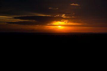 Zonsondergang oranje gloed Masai Mara Kenia van Dave Oudshoorn