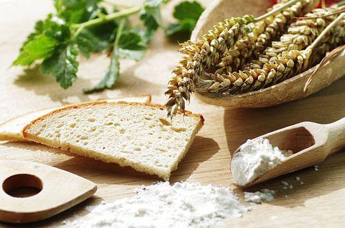 Frische Brot und Weizen Ähren von