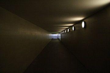 A passageway von Mark Franken