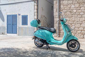 Scooter in Primošten Dalmatië van André Russcher