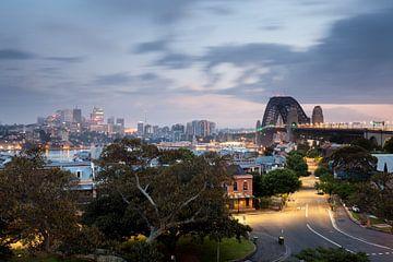 Sydney met de Harbour Bridge en North Sydney van Jiri Viehmann