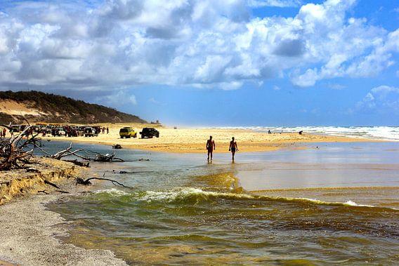 Wandeling op het strand van Fraser Island Australië