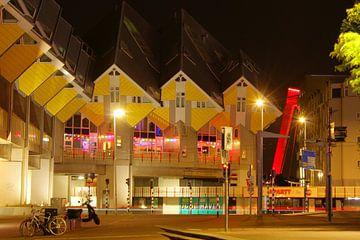 Kubuswoningen in de Rotterdamse nacht van Capture the Moment 010