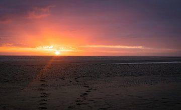 Zonsondergang strand Maasvlakte van Marjolein van Middelkoop