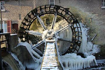 Watermolen in de winter van