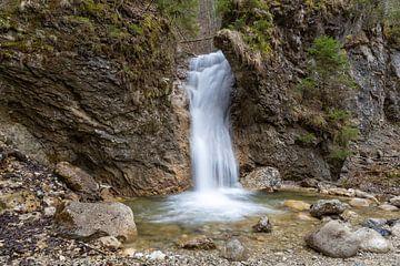 Waterval in het bos van Teresa Bauer