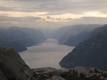 Lysefjord vanaf de Preikestolen van Ronald Gorter