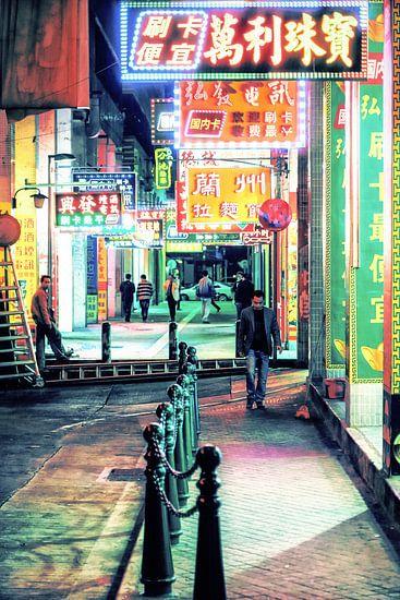 Under Neon Loneliness van Cho Tang