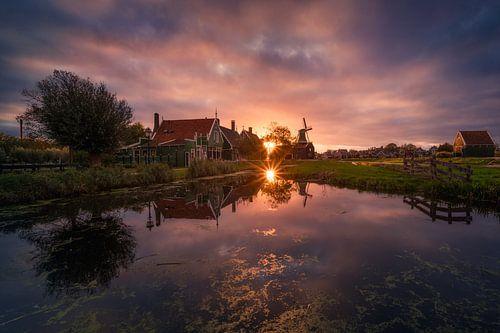 Zaanse Schans Reflecties met Zonsondergang