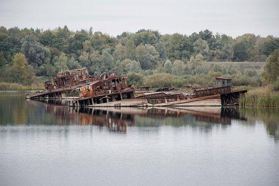 Boten in de haven bij Chernobyl