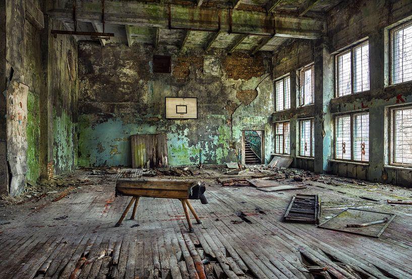 Ukraine, Tschernobyl. Sporthalle. von Maurits van Hout