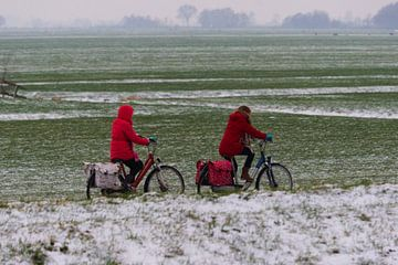 Fietsers in het rood von Christiaan Klompstra