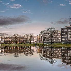 Stadsgracht en infirmerie van Leeuwarden vlak voor zonsondergang van Harrie Muis