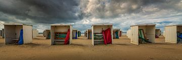 Hollandse zomerdag op strand van Katwijk aan Zee van Toon van den Einde