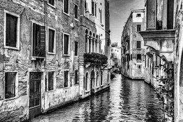 Venedig Italien, Digital Art III in Schwarzweiss von Watze D. de Haan