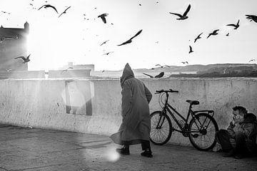 Straatleven in Essaouira, Marokko van Ellis Peeters