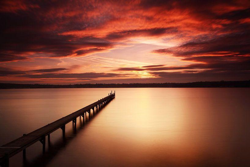 Langer Steg in den Sonnenuntergang von Frank Herrmann