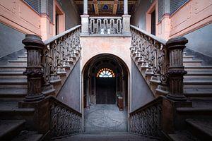 Treppe im verlassenen Schloss.