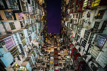 Enge Häuserschlucht in Hongkong von Shanti Hesse