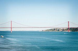 Ponte 25 de Abril  van